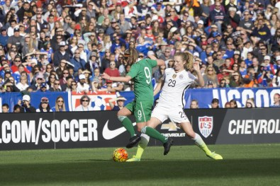 Ruesha Littlejohn (9) and Sam Mewis (29).