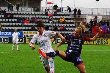 Ella Masar McLeod of FC Rosengard and Magdalena Ericsson of Linkoping. Photo by Rainer Fussganger.