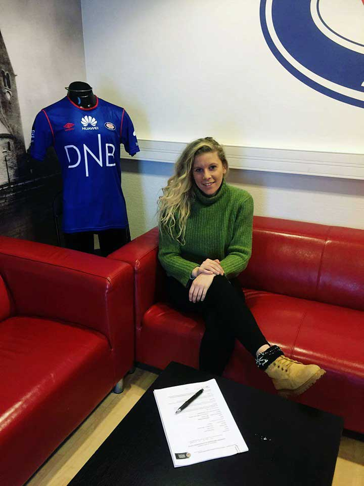 Tine Schryvers signs first professional contract. Courtesy of Schryvers.
