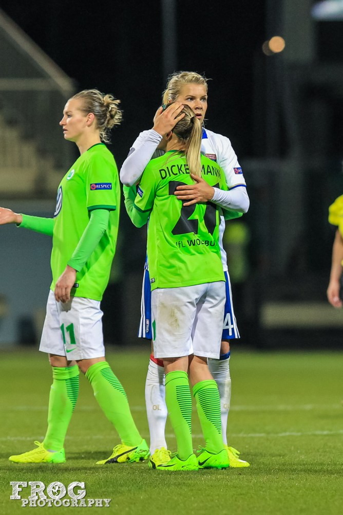 Ada Hegerberg (OL) comforts Lara Dickenmann (WOB) after the match.