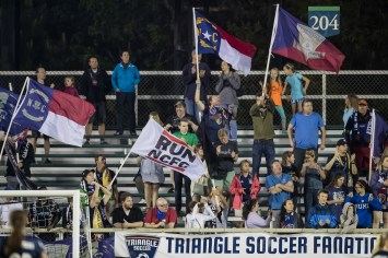 Courage supporters (Shane Lardinois).