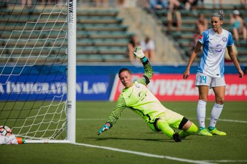 Orlando's Ashlyn Harris tries to make the save. (Shane Lardinois)