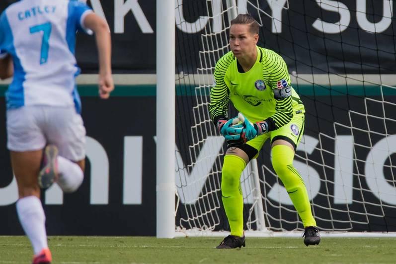 Ashlyn Harris preps for the save. (Shane Lardinois)