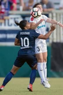 Smalls battling for the ball. (Shane Lardinois)