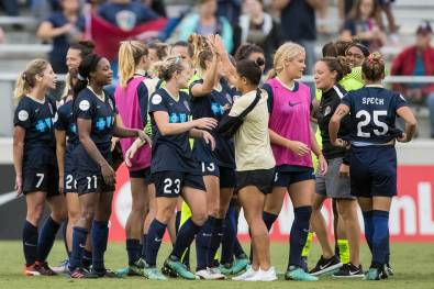 High fives and smiles for the North Carolina Courage. (Shane Lardinois)
