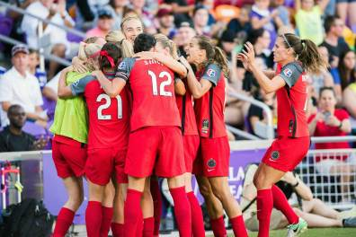 The Thorns celebrate Lindsey Horan's 50th-minute goal puts them in the lead in the 2017 NWSL Championship. (Monica Simoes)