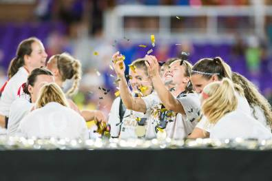 The Thorns celebrating. Some really like confetti. (Monica Simoes)