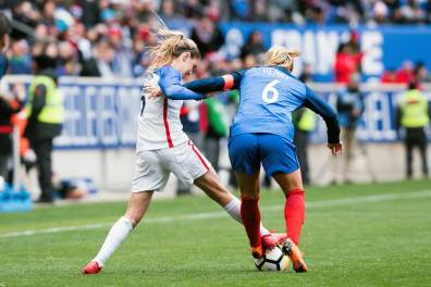 Six on Six crime. USA's Morgan Brian and France's Amandine Henry battle for the ball during the 2018 SheBelieves Cup. (Monica Simoes)