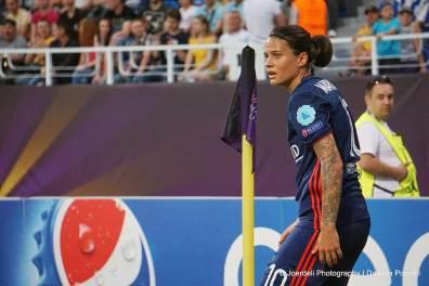 Lyon's Dzsenifer Marozsán prepares to take a corner kick. (Daniela Porcelli)
