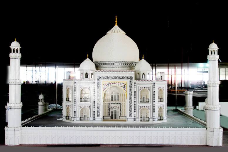 the-theme-park-is-finalizing-the-installations-of-hundreds-of-models-and-minilanders-into-the-first-indoor-air-conditioned-miniland-at-a-leg-2