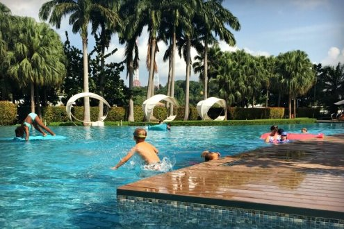 Family relaxation with a trendy vibe at W Singapore   Hotel review with Our Globetrotters