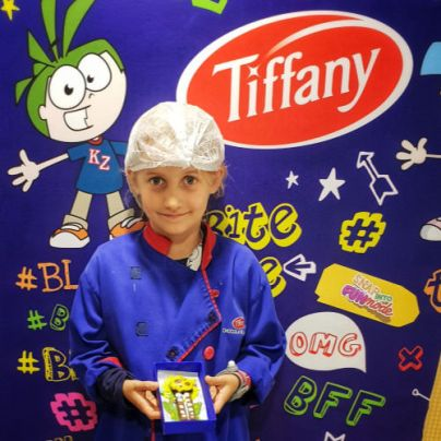 Kidzania Dubai Review | Biscuit decorating at the biscuit factory