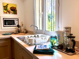 Apartments-for-rent-in-Carcassonne-kitchen-window