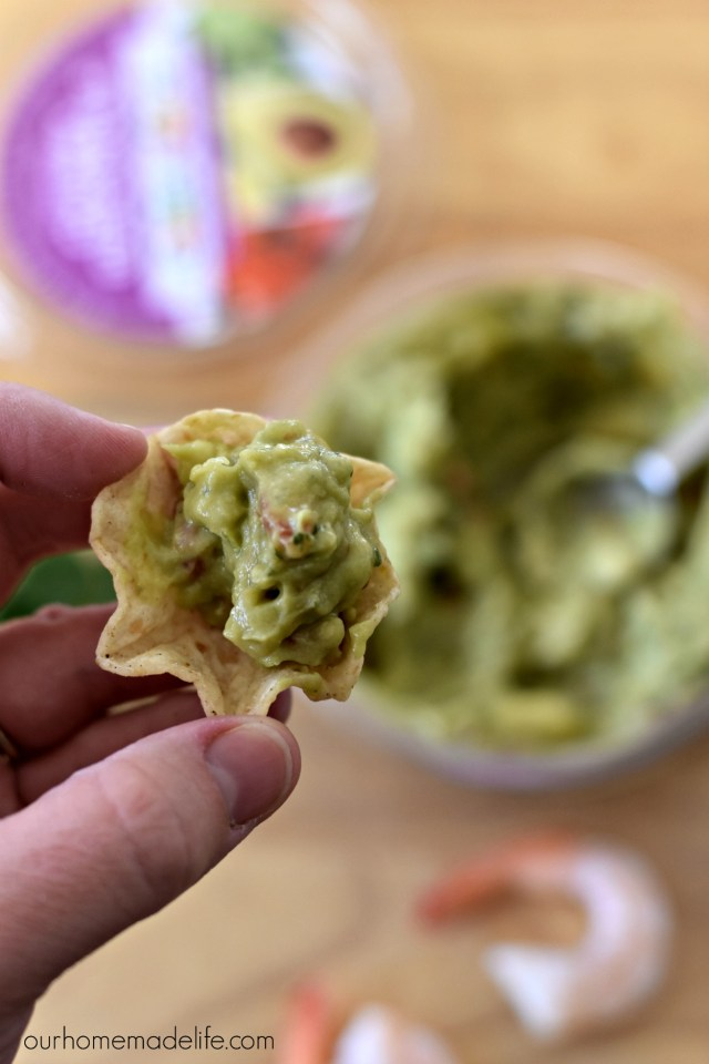 chunky-tableside-guacamole-up-close