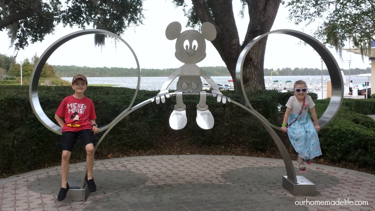 wdw-contemporary-mickey-ears-statue