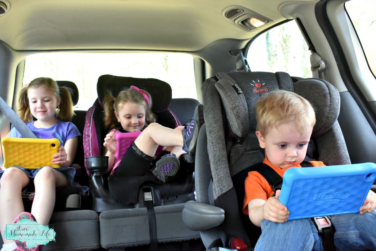 How to Survuve a Roadtrip with Kids