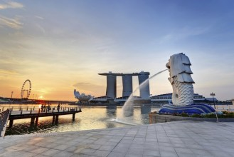 Sunrise View from the Merlion Park, Singapore Honeymoon Destinations