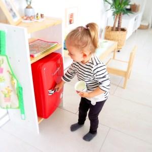 Montessori Kinderküche Minikühlschrank Snack Kühlschranktüre öffen