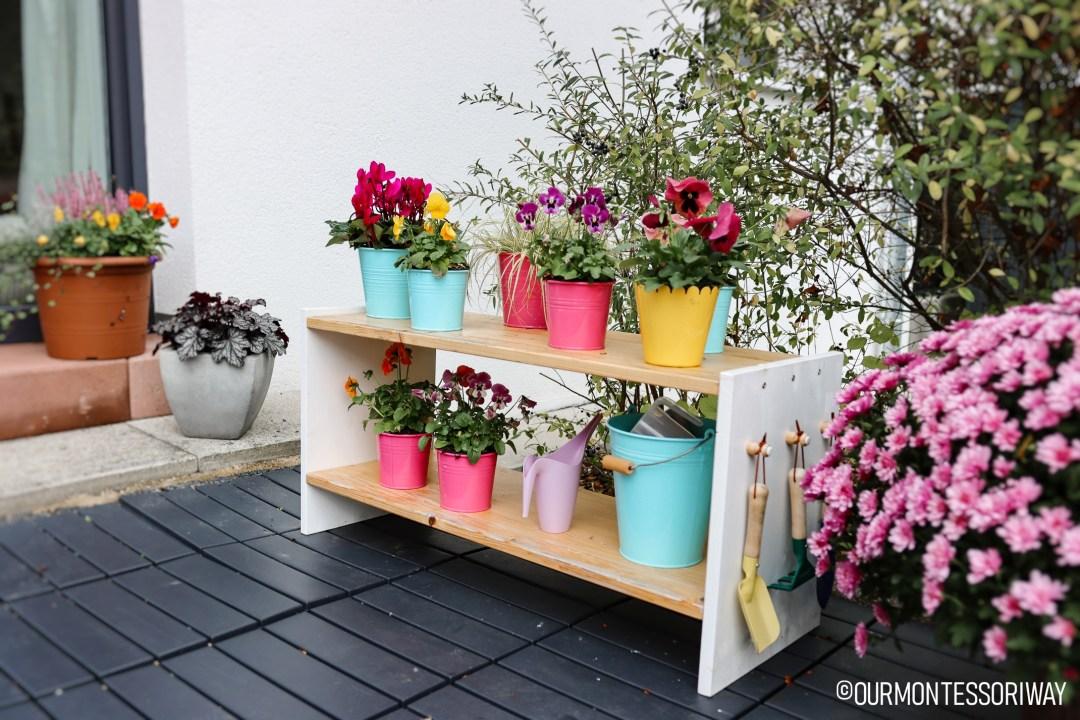 Blumenregal Montessori Garten Herbst
