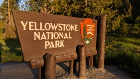 East welcome to Yellowstone National Park sign