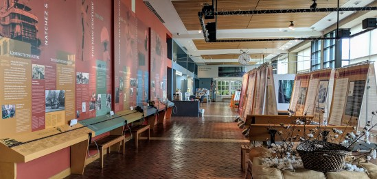 Start at the Natchez Visitor Reception Center and learn about the history of the area including many national parks in the immediate area.