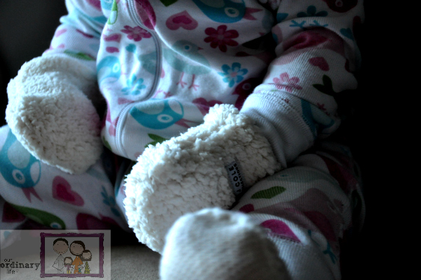 JJ Cole Collections bundleme Hat, Mittens & Booties For Baby – Giveaway