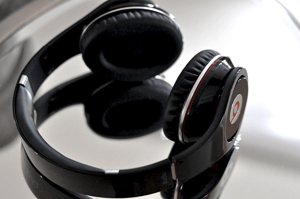 Holiday Gifts @Staples – Beats By Dr Dre High-Definition Studio Headphones With Wireless Bluetooth