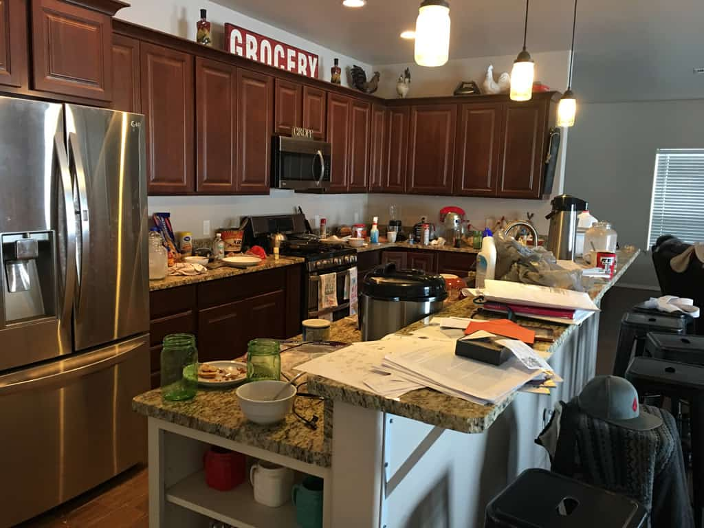 Do you have a hard time keeping your house clean regularly? We discuss a weekly cleaning schedule and how you can use it in your life. Weekly Cleaning   Cleaning Schedule   Homemaking