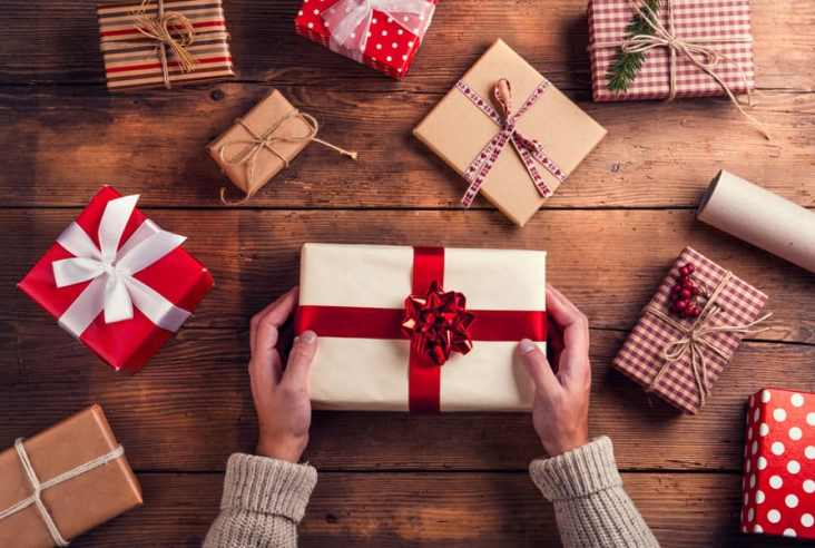 Do you have a homesteader on your gift list this year? Check out this ultimate modern homesteader gift guide and you might find something for you too! #giftguide #Christmas2017
