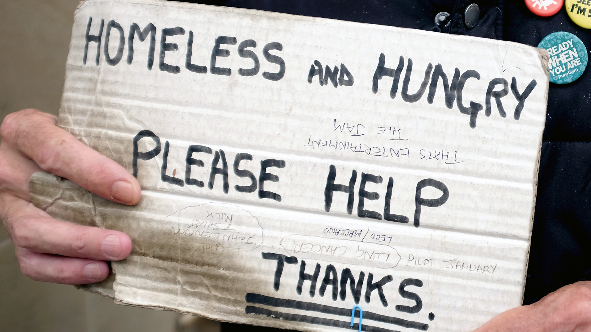 Holding a homeless sign-159532.jpg25022004