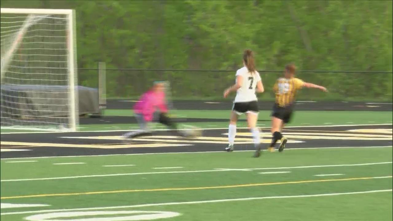 Bettendorf girls soccer defeats Clinton 4-0