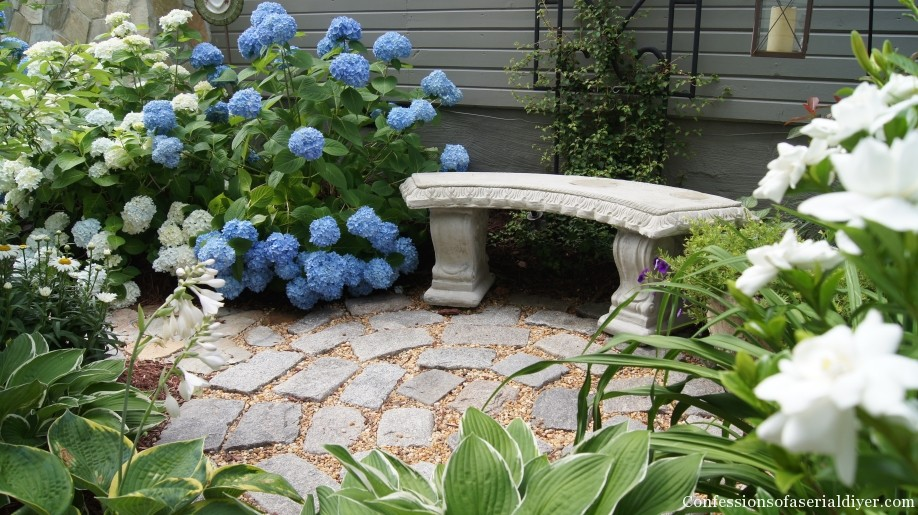 Circular Patio from Landscaping Stones