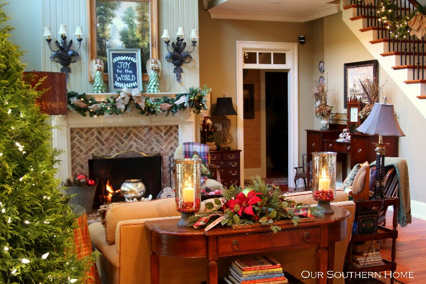 Christmas family room from Our Southern Home