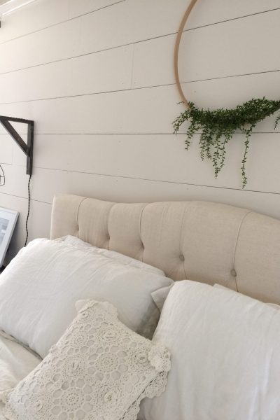 Yes, you can shiplap walls yourself! Here is a collection of simple DIY Shiplap Tutorials to get you started! #diy #shiplap #shiplaptutorials