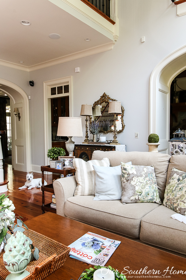 Summer home tour of this Southern French Farmhouse with loads of classic charm. #summertour #frenchfarmhouse #porch #farmhouse