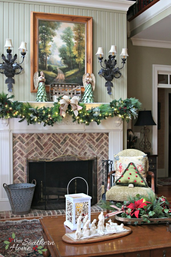 Holiday decorating with Hallmark Crown Gold #sp #hallmark