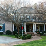 abberley lane christmas porch / Christmas Front Porch / www.oursouthernhomesc.com