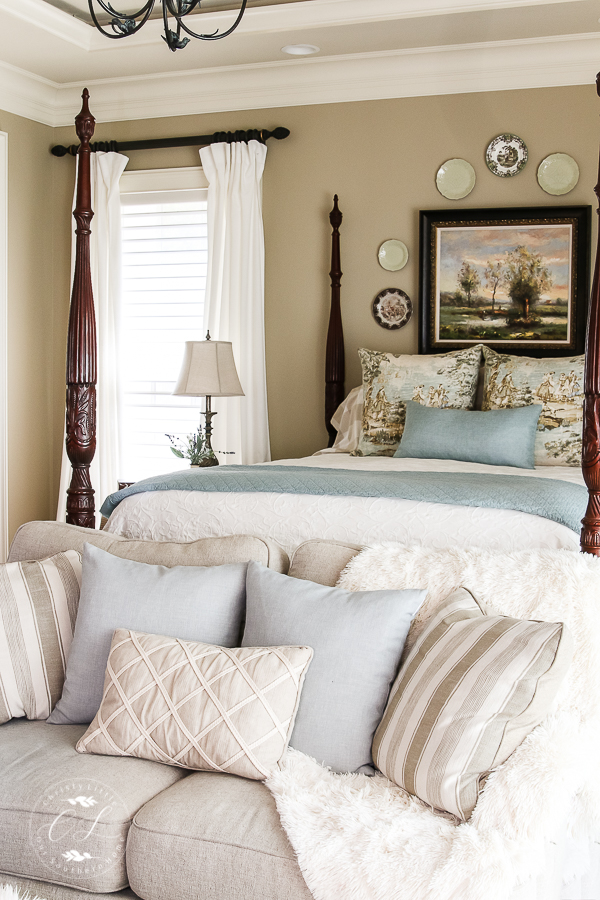Beautiful bedrooms tour features top bloggers sharing inspiration for your home! #frenchcountry #bedroom #decorating #farmhousebedroom