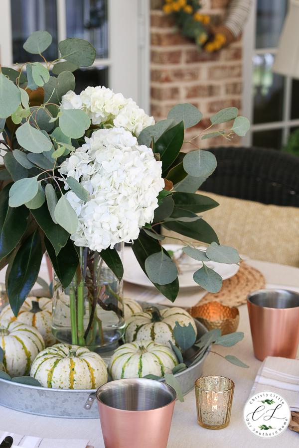 "Tabelle ""width ="" 600 ""height ="" 900 ""data-pin-description ="" Herbstliche Speiseideen für die Veranda für einen lässigen Look mit natürlichen Elementen! #fallporch #falldecor #falltable #falltablescape #fallhome #fall #autumn #magnolia #hudrangea #fallcenterpiece #decorating ""srcset ="" https://i2.wp.com/www.oursouthernhomesc.com/wp-content/uploads/fall- porch-tablescape-2019-2268.jpg? w = 600 & ssl = 1 600w, https://i2.wp.com/www.oursouthernhomesc.com/wp-content/uploads/fall-porch-tablescape-2019-2268.jpg ? resize = 200% 2C300 & ssl = 1 200w, https://i2.wp.com/www.oursouthernhomesc.com/wp-content/uploads/fall-porch-tablescape-2019-2268.jpg?resize=400%2C600&ssl= 1 400w ""sizes ="" (maximale Breite: 600px) 100vw, 600px ""data-jpibfi-post-excerpt ="" ""data-jpibfi-post-url ="" https://www.oursouthernhomesc.com/fall-dining- on-the-porch / ""data-jpibfi-post-title ="" Herbstessen auf der Veranda ""data-jpibfi-src ="" https://i2.wp.com/www.oursouthernhomesc.com/wp-content/uploads /fall-porch-tablescape-2019-2268.jpg?resize=600%2C900&ssl=1 ""data-recalc-dims ="" 1 ""/></p> <p><span style="