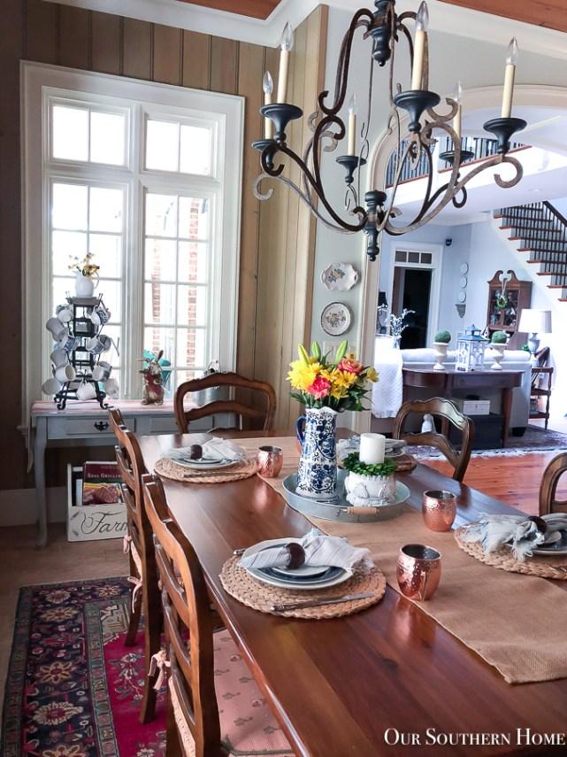 breakfast room with flowers