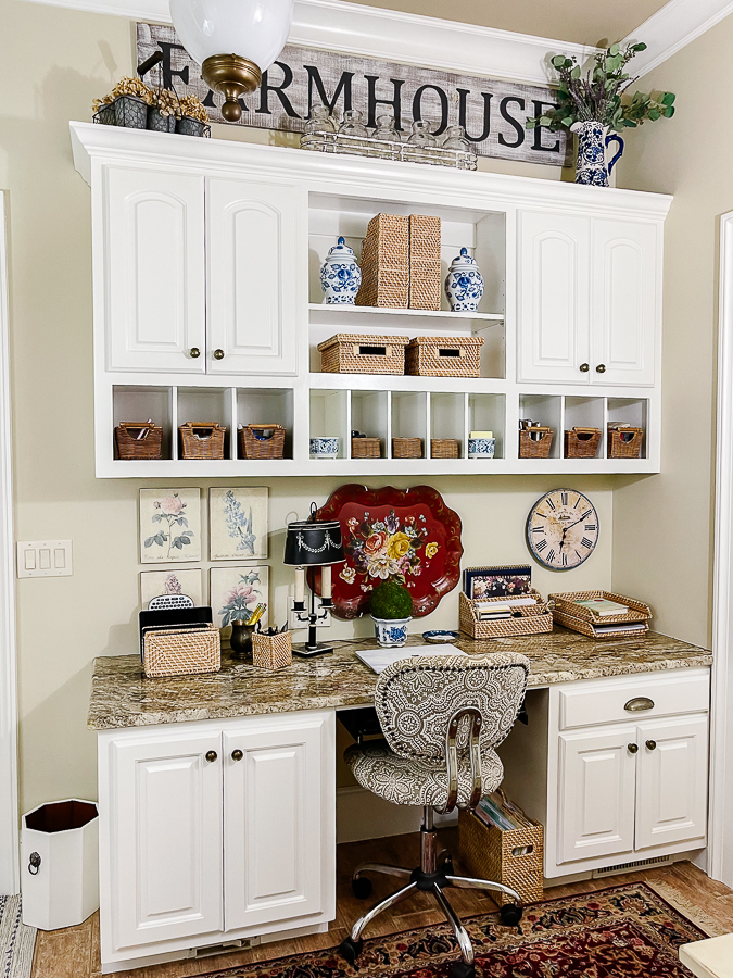 mudroom office with blue and white