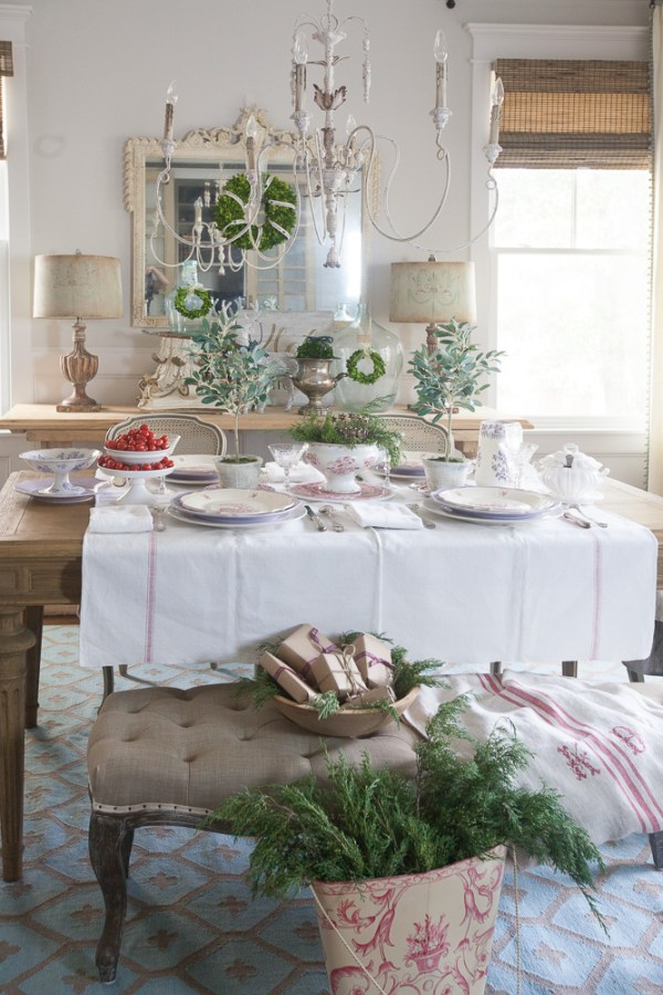 red-and-white-christmas-cedar-hill-farmhouse-18