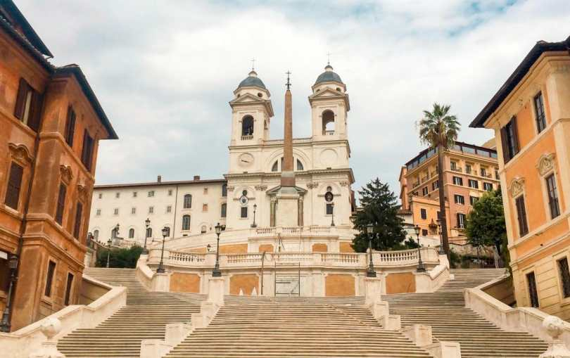 A photo of the Spanish Steps completely empty because of the restoration in 2016 during our 2 days in Rome.
