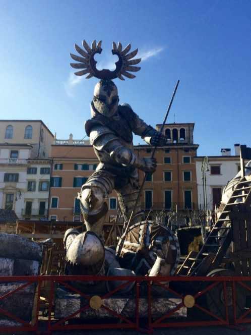 One day in Verona - Arena di Verona set props