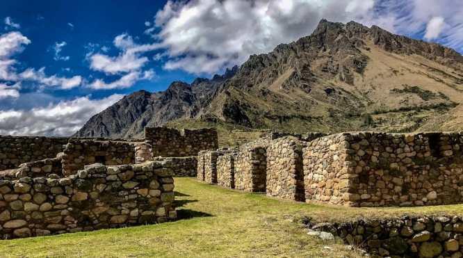 Huillca Raccay - Ruins along the Inca trail