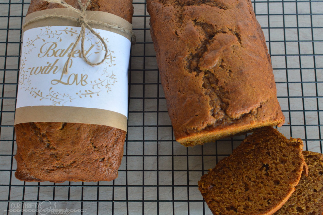 THE BEST homemade pumpkin bread recipe