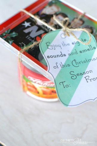 Give the gift of the holiday Sights Sounds and Smells of Christmas. Free printable available on the blog