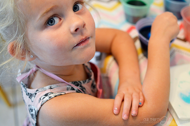 The cutest Easter Egg Dying Party. Throw it for your family or for a whole group of kids. They will LOVE it!