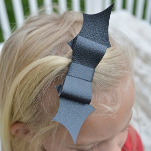 Little Girls Bat Bow Tutorial – Halloween Craft