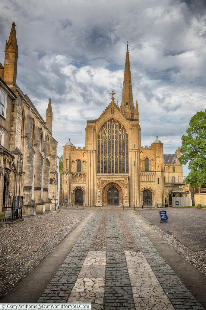 Through Erpingham Gate to the Cathedral, Norwich, Norfolk, England